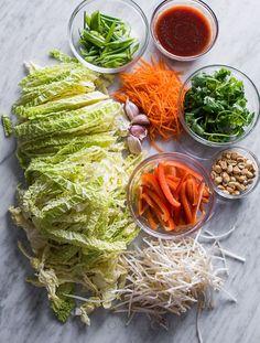 Amazing Cabbage Vegetable Pad Thai Recipe that'll satisfy your pad thai cravings Thai Recipes, Asian Recipes, Vegetarian Recipes, Cooking Recipes, Healthy Recipes, Vegetarian Cookbook, Thai Cooking, Cabbage Vegetable, Vegetarian