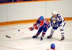 Gretzky vs. Maple Leafs Hockey Boards, Wayne Gretzky, Edmonton Oilers, Nfl Fans, Toronto Maple Leafs, Blade Runner, Hockey Players, Football Helmets, Old School
