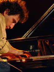 Stefano Bollani in tour con l'Ort.  Il talento del jazz in concerto per una serie di date da Firenze a Livorno con l'Orchestra regionale toscana.