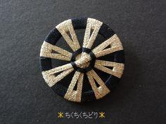 金×黒リングの糸ボタン3個目
