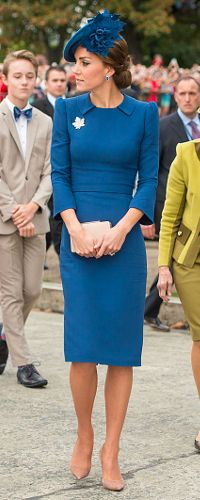 Kate Middleton, The Duchess of Cambridge was the picture of elegance on the first day of her Canadian tour in a collared blue sheath dress and matching hat. The royal accessorized with a leaf brooch and nude pumps that elongated her frame, Sept. Kate Middleton Outfits, Style Kate Middleton, Kate Middleton Fashion, Pippa Middleton, The Duchess, Duchess Of Cambridge, Cambridge United, Royal Fashion, Look Fashion