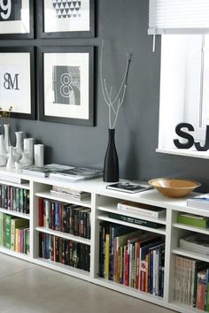 Amazing Black and White Bedroom Decor Renovation - Best Home Ideas and Inspiration Room Interior, Interior Design Living Room, Home Living Room, Living Room Decor, Low Bookshelves, White Bedroom Decor, Interior Inspiration, House Design, Decoration