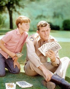 Ron Howard and Andy Griffith play cards