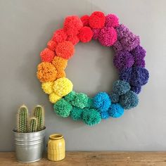 Regenbogen Pom Pom Kranz Rainbow Pom Pom Wreath, Get more photo about subject related with by looking at Craft Stick Crafts, Yarn Crafts, Diy And Crafts, Crafts For Kids, Craft Ideas, Pom Pom Wreath, Diy Wreath, Pom Pom Diy, Yarn Pom Poms