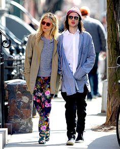 Now, We are all for the printed pants trend  but the baggy fit of Sienna Miller's floral pants don't do her any favors