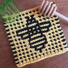 Ravelry: Beekeeping Coaster pattern by Amy Marie Tree Patterns, Mosaic Patterns, Crochet Patterns, Crochet Ideas, Crochet Tree, Tapestry Crochet, Mosaic Knitting, Slip Stitch Knitting, Easy Mosaic