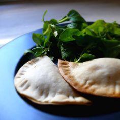 Empanadillas caseras, con ingredientes de calidad…y horneadas. No las pierdas de…
