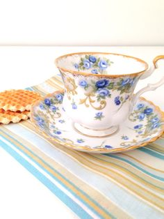 English Bone China Royal Albert Tea Cup and Saucer Sheraton Series Angela Tea Party Cottage Style