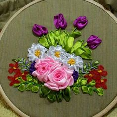 Ribbon Embroidery Tutorial, Hand Embroidery Flowers, Silk Ribbon Embroidery, Beaded Embroidery, Embroidery Designs, Ribbon Dance, Ribbon Art, Diy Ribbon, Ribbon Crafts