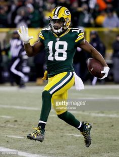 News Photo : Randall Cobb of the Green Bay Packers scores a...