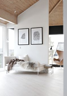WHITE CONTEMPORARY LIVING ROOM DECOR | A neutral living room decor fits either modern and classic home decors | www.bocadolobo.com #livingroomideas