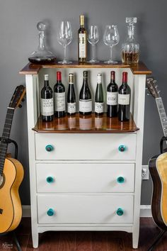 Here are 20 of the BEST old Furniture Makeover Ideas you have to see for yourself Reclaimed Wood Furniture, Refurbished Furniture, Bar Furniture, Repurposed Furniture, Furniture Plans, Rustic Furniture, Furniture Makeover, Vintage Furniture, Furniture Design