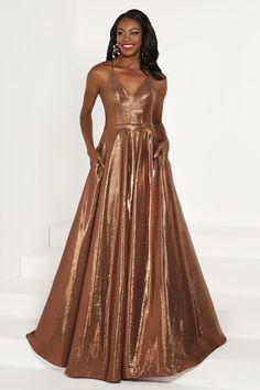 4df1c4840b8c7 Balletts Bridal - 26577 - Prom by Jacquelin Bridals Canada - In shining  liquid taffeta
