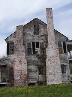 Plantation Style 1823, Elizabeth City, NC. This house is being restored.