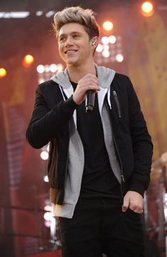 Pin for Later: These Hot Pictures of Niall Horan Will Have You Feeling the Luck of the Irish When His Smile Probably Made a Few People Feel Faint One Direction Cartoons, One Direction Louis, One Direction Quotes, One Direction Imagines, One Direction Pictures, Neil One Direction, Irish Boys, Irish Men, Niall Horan Baby