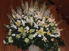 spectacular flower arrangements | Spectacular floral arrangements decorated the stage