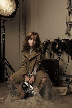Ensaio de moda kids só com portraits. Fotografados em estúdio e iluminados com flash prophoto. Na foto a modelo Camila Passos. Styling: Kika Pagnot. Beauty: Betinho Rodrigues. Prod. Executiva: Isabela Carvalho