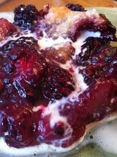 Inside the Kitchen: Homemade Kentucky Blackberry Cobbler - Insider Louisville. Making with some of the blackberries Steve picked. Just Desserts, Delicious Desserts, Yummy Food, Summer Desserts, Pie Dessert, Dessert Recipes, Blackberry Recipes, Southern Blackberry Cobbler, Blackberry Pie