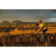 One more from an early morning ride with @erinmbingham @bryce250f @dukemedia77 and Tyson the boxer before the rain and cold comes! #boulder #flatirons #meetthemoment #travel #mountainstandard #RIMBY by danecroninphoto