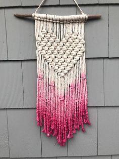 (notitle) Hand Made , (notitle) Makramee. Macrame Design, Macrame Art, Macrame Projects, Macrame Knots, Weaving Projects, Macrame Wall Hanging Patterns, Weaving Wall Hanging, Macrame Patterns, Wall Hangings