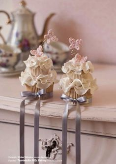 "These are Stunning! wedding cupcakes published in a Dutch cake magazine, ""Mjam Taart!"""