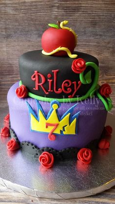 Descendants cake Plus Maleficent Party, 6th Birthday Parties, 9th Birthday, Birthday Ideas, Birthday Cakes, Daisy, Bday Girl, Disney Descendants, Disney Cakes