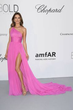 Alessandra Ambrosio arrives at the amfAR Gala Cannes 2018 at Hotel du CapEdenRoc on May 17 2018 in Cap d'Antibes France