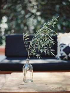 This Romantic Minimalism Wedding Inspiration from Smith + James Events and Kurt Boomer features olive branches with modern minimalistic detailing. Olive Branch Wedding, Olive Wedding, Floral Wedding, Wedding Flowers, Floral Centerpieces, Wedding Centerpieces, Wedding Table, Garden Wedding, Wedding Bouquets