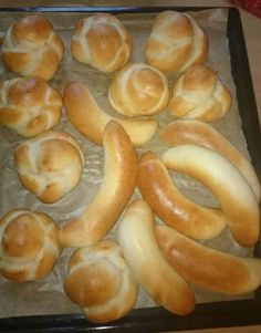 Rožky a žemle • recept • bonvivani.sk Russian Recipes, How To Make Bread, Sausage, Food And Drink, Cooking, Pizza, Basket, Kitchen, How To Bake Bread