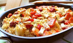 Raffinierter Low Carb Sauerkrautauflauf mit Feta-Käse überbacken. Die Salami sorgt für die feine Würze. Perfekt für die kalte Jahreszeit.