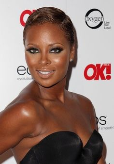15 Celebrities We Love To See with Short Cuts Short Grey Hair, Short Hairstyles For Women, Simple Hairstyles, Dark Skin Models, Eva Marcille, High Fashion Makeup, Hair Shows, Bob, Short Styles