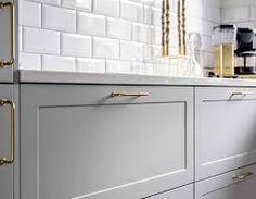 herskapelig kjøkken – Google Søk Kitchen Cabinets, Vanity, Bathroom, Home Decor, Dressing Tables, Washroom, Powder Room, Decoration Home, Room Decor