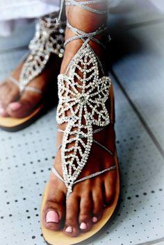 Χειροποίητα νυφικά σανδάλια από γνήσιο δέρμα στολισμένα με κρύσταλλα. http://handmadecollectionqueens.com/Νυφικα-σανδαλια-με-κρυσταλλα-και-δερμα #handmade #fashion #women #sandals #summer #footwear #storiesforqueens