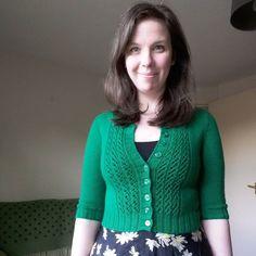 #mmmay16 day 4: green Emelie cardigan for a sunny evening #memademay #memadewardrobe #knitting #knittersofinstagram #emeliecardigan by foreverknittingcables