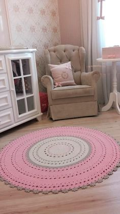 DIY knitted round rugs: gorgeous models for your home Modern Rugs, Modern Decor, Free Printable Sewing Patterns, Crochet Rug Patterns, Crochet Rugs, Knit Rug, Feminine Bedroom, Diy Carpet, Cool Rugs