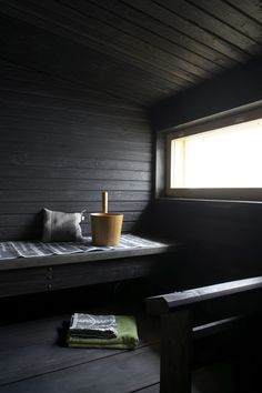 sauna - dark wood and natural light Portable Sauna, Interior And Exterior, Interior Design, Interior Garden, Outdoor Sauna, Sauna Design, Finnish Sauna, Sauna Room, Sauna House