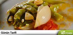 Yazdan hazırlanıp saklanmış sebzelerin ortaya çıkma zamanı geldi!  Maksut Aşkar'ın dilini çok iyi bildiği klasik lezzetlerimizden biri daha günün tarifinde...  #gununtarifi: Zeytinyağlı Ayşekadın Fasulye