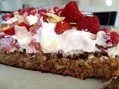 Post: Tarta fácil con base de almendras, crema y frutas rojas --> base de almendras, crema ligera tarta, crema relleno vainilla, postres delikatissen, recetas delikatissen, tarta de frutas, tarta facil, tarta frutas rojas, tarta de fresas frambuesas, strawberry raspberry tart