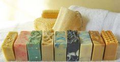 Tο σαπούνι έχει τις ρίζες του στην Αρχαία Ελλάδα και συγκεκριμένα στο νησί της Λέσβου. Σε εκείνο το νησί ελάμβαναν χώρα θυσίες ζώων προς τιμήν των θεών. Επ