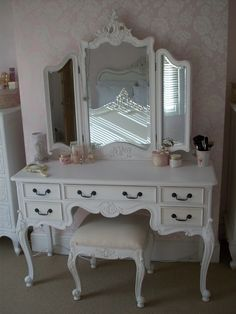 Love this vanity.   Amy Antoinette - Beauty & Lifestyle Blog: Makeup Storage & Organisation