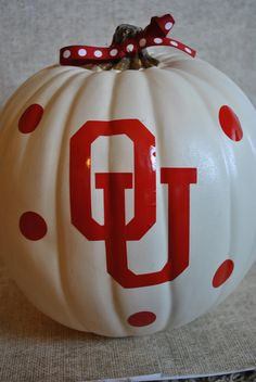 OU Oklahoma Sooners White Made me think of you Mom xoxo Oklahoma Sooners Football, College Football, Alabama Football, American Football, White Pumpkins, Painted Pumpkins, Holiday Crafts, Holiday Fun, Holiday Parties