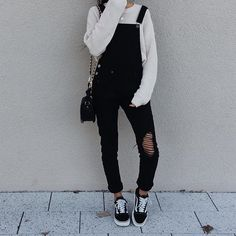 Black and White Korean Style Outfit Grunge Outfits, Edgy Outfits, Grunge Fashion, Fall Outfits, Fashion Outfits, Fashion Trends, Hijab Fashion, 90s Fashion, Autumn Fashion