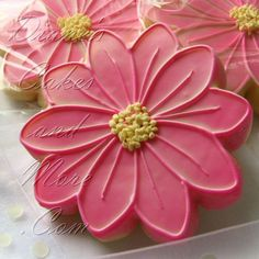 pretty flower cookie