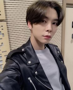 Read Johnny ♡ NCT from the story 𝐢𝐝𝐨𝐥𝐬 𝐚𝐬 𝐛𝐨𝐲𝐟𝐫𝐢𝐞𝐧𝐝 𝐦𝐚𝐭𝐞𝐫𝐢𝐚𝐥 by jensgirl (lay💫) with 732 reads. Nct Johnny, Johnny Was, Taeyong, Jaehyun, K Pop, Jisung Nct, Pop Bands, Winwin, Hot Men