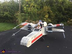luke skywalker and x wing starfighter halloween costume contest at costume works com - Life ideas Lego Man Costumes, Cardboard Costume, Crazy Costumes, Star Wars Costumes, Cute Baby Halloween Costumes, Star Wars Halloween, Halloween Costume Contest, Halloween 2017, Theme Star Wars