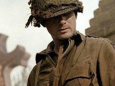 Matthew Settle (Lieutenant Ronald Speirs)
