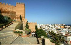 CASTLES OF SPAIN - Alcazaba de Almería, Andalucía. Fue en el año 955 cuando el primer califa de Al-Ándalus, Abd al-Rahman III, mandó construir la Alcazaba sobre los restos de una fortaleza anterior. La Alcazaba fue fortaleza militar y sede del gobierno. Se perfeccionó todo el conjunto y se engrandeció con Almanzor y más tarde alcanzó su máximo esplendor con Al-Jairán, primer rey independiente de la taifa almeriense..(1012–1028).