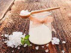 Rádi byste svému zažívání a útrobám dopřáli zdravé fungování, ale vyhýbáte se mléčným produktům? Zkuste domácí RAW vodní kefír, jenž ... Water Kefir, Kombucha, Glass Of Milk, Food, Essen, Meals, Yemek, Eten