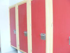 Puertas baños.