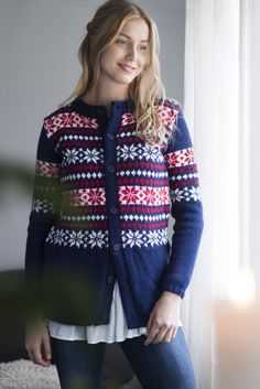 Novita 4/2016 Womens colour knitted cardigan, free pattern in Finnish and Swedish at novitaknits.com